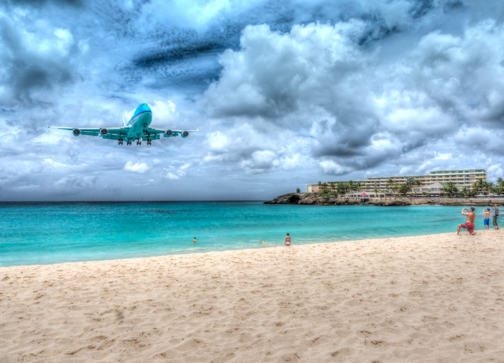 KLM 747 Lands In St Maarten